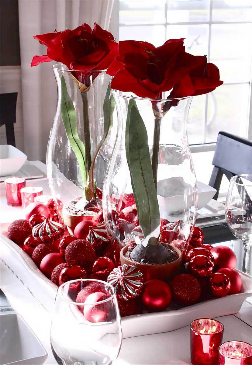 This centerpiece looks very elegant but easy to do. A few glass vases ...