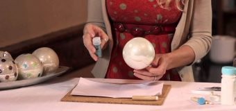 How to Decorate Plain, Round, Christmas Tree Ornaments : Party for the Holidays